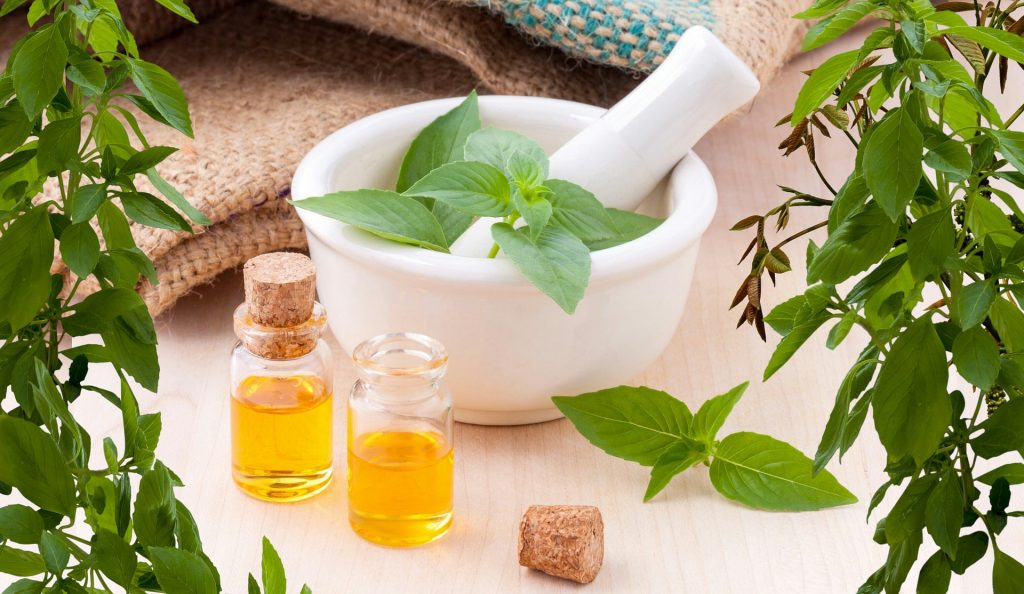 essential-oils-3456303_1920-1024x594
